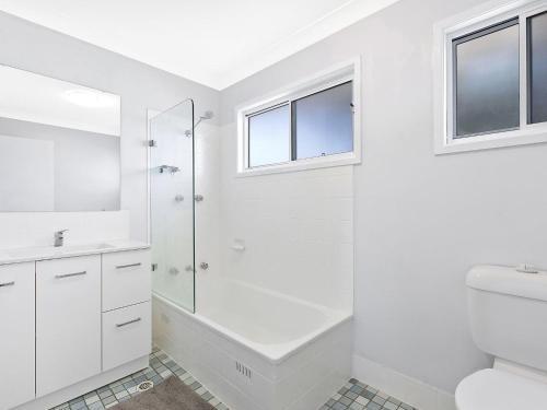 A bathroom at Alegra by the Sea