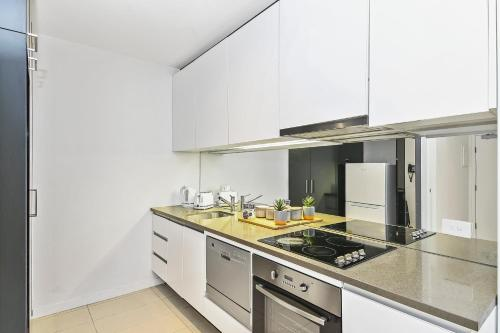 A kitchen or kitchenette at A Serene 2BR Suite Next to Southern Cross