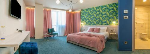 A bed or beds in a room at Priska Med Luxury Rooms