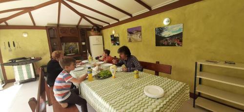 Un restaurante o sitio para comer en AZTIETA CASA RURAL