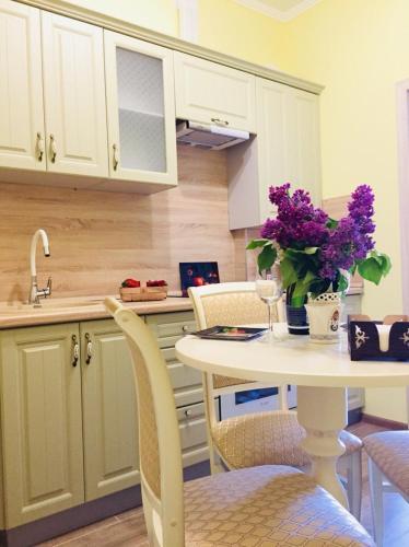 A kitchen or kitchenette at Apartment on Vitebskaya