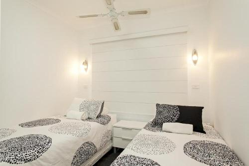 A bed or beds in a room at Sand & Sea 1 - Sawtell, NSW