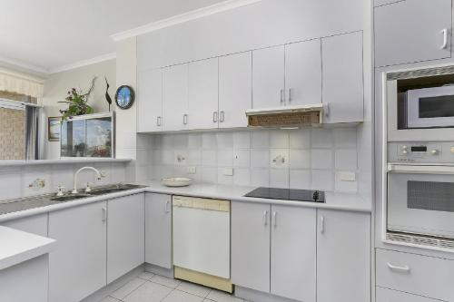 A kitchen or kitchenette at Solitaire 1 - Sawtell, NSW