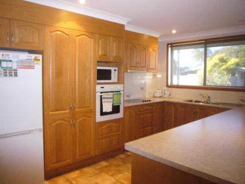 A kitchen or kitchenette at Sunnyside - Sawtell, NSW