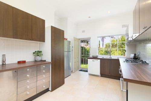 A kitchen or kitchenette at Family Home Unit Near Bondi Beach