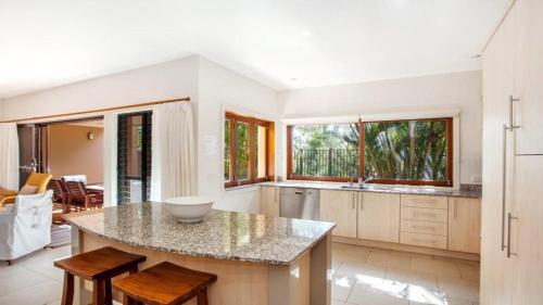 A kitchen or kitchenette at Bayvilla 3 @ Belongil Beach