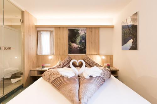 Ein Bett oder Betten in einem Zimmer der Unterkunft Gasthof Piburger See