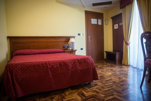 A bed or beds in a room at Albergo Ristorante Uliveto