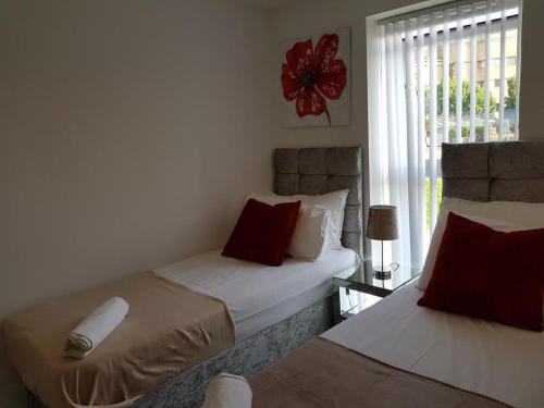 A bed or beds in a room at Vetrelax Basildon Executive House