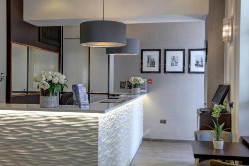 The lobby or reception area at Best Western Buckingham Palace Rd