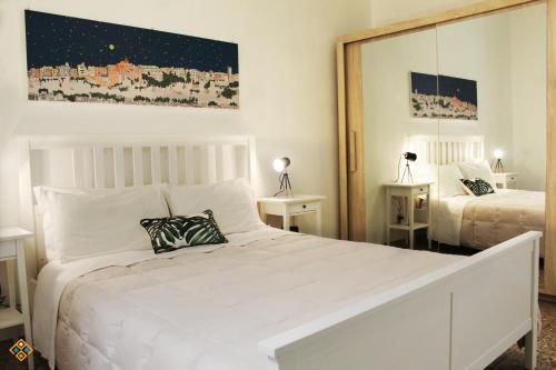A bed or beds in a room at Sa Domu de Ajaja Apartments
