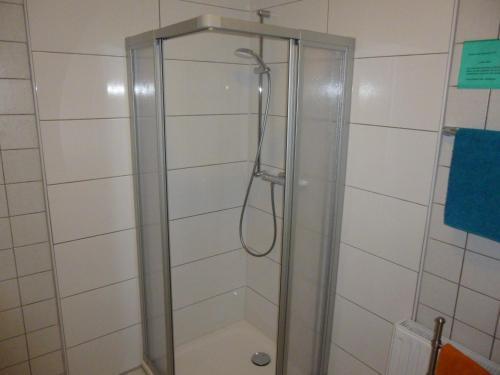 A bathroom at Pension am Peeneufer UG