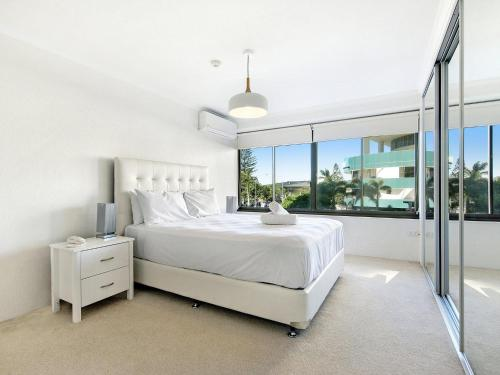 A bed or beds in a room at Private Apartment - Central Broadbeach
