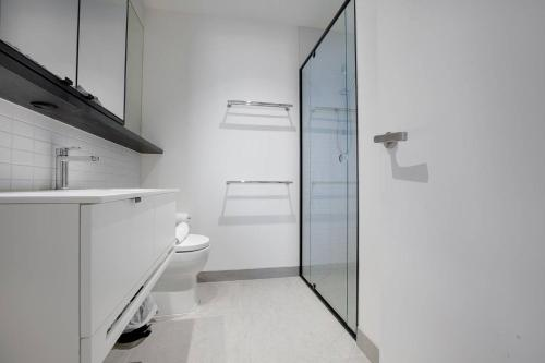 A bathroom at Comfy sweet home 3Beds@Parkville