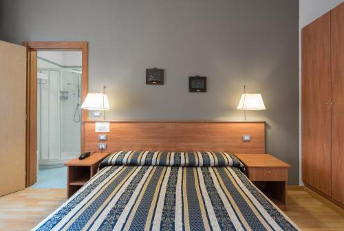 A bed or beds in a room at Hotel Piccolo