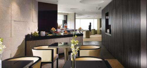 A restaurant or other place to eat at G Hotel Gurney