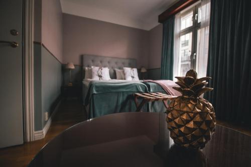 Säng eller sängar i ett rum på Mojo Hotell