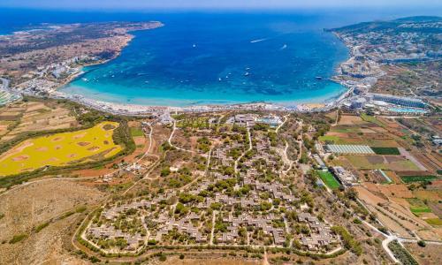 Et luftfoto af Mellieha Holiday Centre