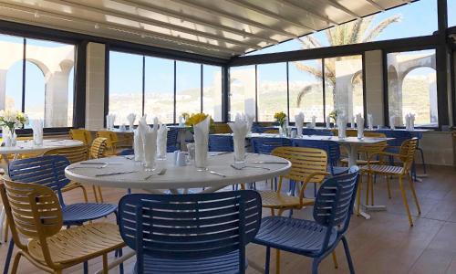 En restaurant eller et andet spisested på Mellieha Holiday Centre