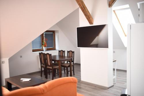 TV a/nebo společenská místnost v ubytování Vila u Arény