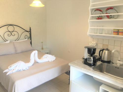 Η κουζίνα ή μικρή κουζίνα στο Pension Sofia Amorgos