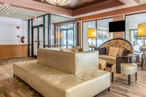 The lobby or reception area at Econo Lodge