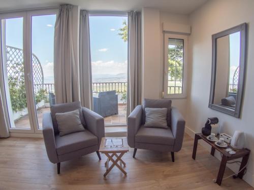 A seating area at El Balcon de las Nieves
