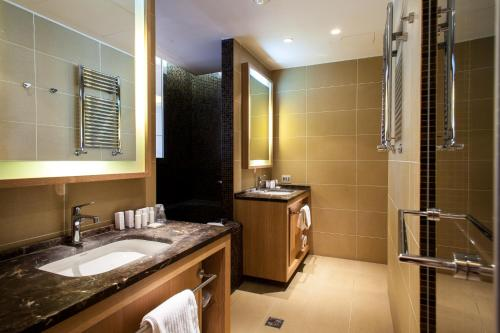 A bathroom at Marina Place Resort