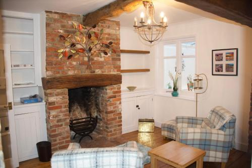 A seating area at Fontwell Cottage