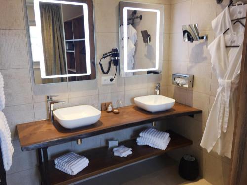 A bathroom at Aux Terrasses