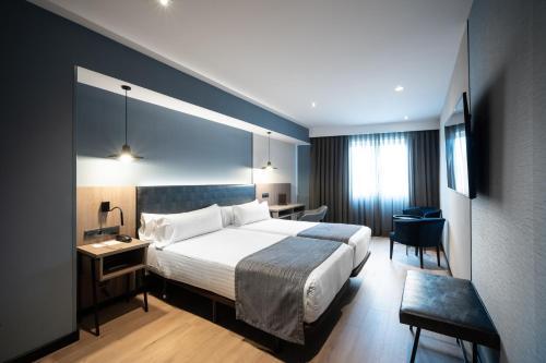 Ein Bett oder Betten in einem Zimmer der Unterkunft Catalonia Atenas