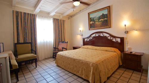 A bed or beds in a room at Hotel Mercurio - Gay Friendly