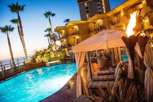 Der Swimmingpool an oder in der Nähe von Pacific Terrace Hotel