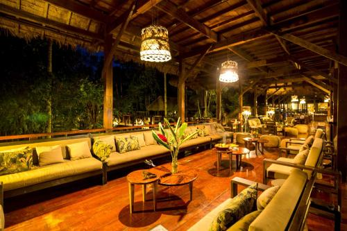 A restaurant or other place to eat at Refugio Amazonas Lodge