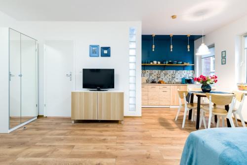 A kitchen or kitchenette at Sleepway Apartments - Blue Dream