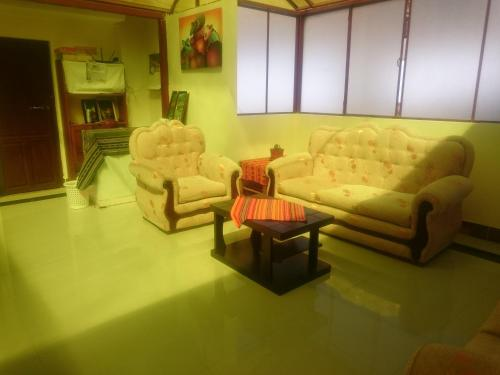 A seating area at Hostal Alvasar