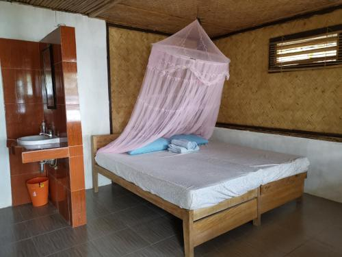 A bed or beds in a room at Tapik Beach Park Guest House