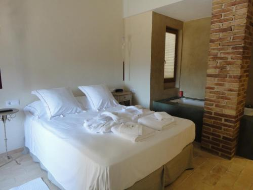 A bed or beds in a room at Hotel Rural Cal Torner Adults Only