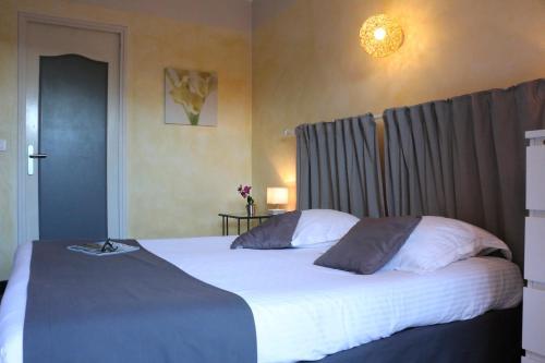 Un ou plusieurs lits dans un hébergement de l'établissement Auberge Du Cap Nègre
