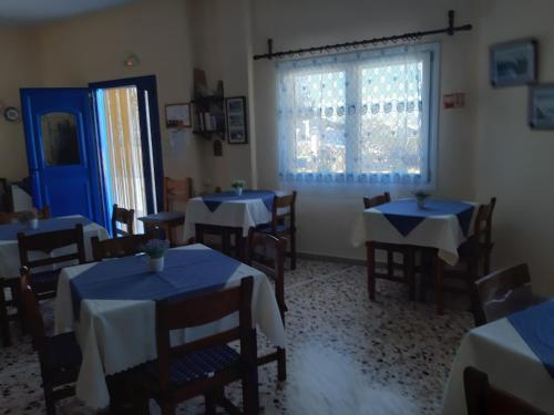 A restaurant or other place to eat at Villa Firostefani