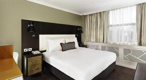 A bed or beds in a room at DoubleTree by Hilton London Ealing