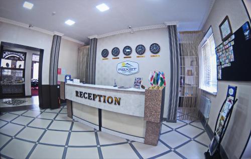 Лобби или стойка регистрации в Rohat Hotel