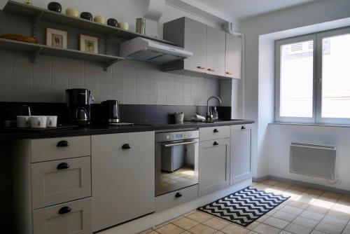 A kitchen or kitchenette at Appartements Porte Neuve