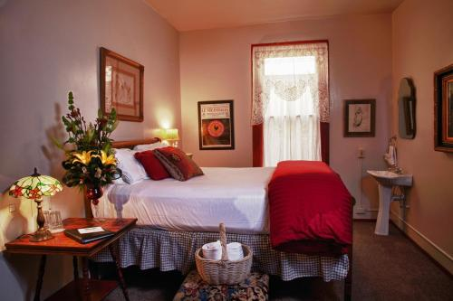 A bed or beds in a room at Mile High Inn
