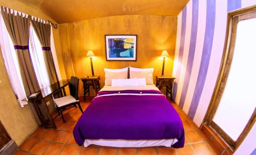 A bed or beds in a room at Azul Colonial
