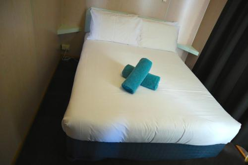 A bed or beds in a room at BIG4 Ulverstone Holiday Park