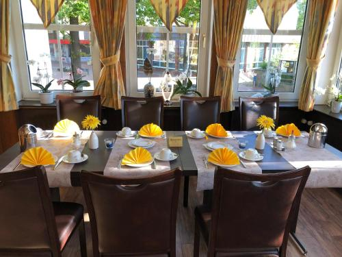 A restaurant or other place to eat at Hotel Stadt Munster