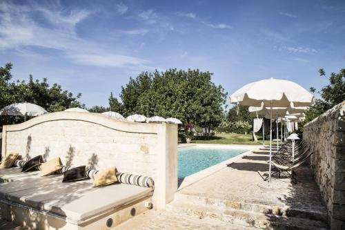 Het zwembad bij of vlak bij Masseria Cianciò
