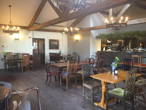 A restaurant or other place to eat at The Woodman Inn