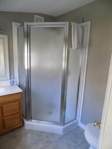 A bathroom at Wilderness Inn Bed and Breakfast